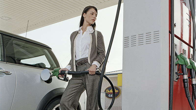 woman-pumping-gas-02-800x450